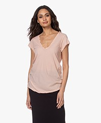 James Perse V-hals T-shirt in Extrafijne Jersey - Rhubarb
