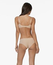 Calvin Klein Invisibles Hipster - Light Caramel