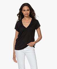 IRO Hemera Lyocell V-hals T-shirt - Zwart