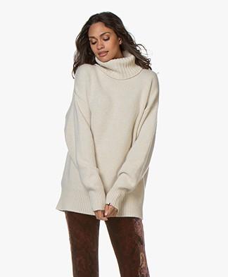 extreme cashmere N°20 Oversized Turtleneck Sweater - Latte