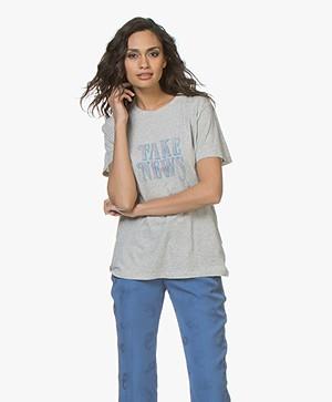 IRO Hothead Fake New Print T-shirt - Lichtgrijs