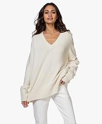 extreme cashmere N°124 Vital Cashmere V-hals Trui - Crème