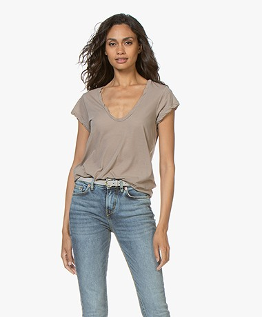 James Perse V-neck T-shirt in Extrafine Jersey - Coyote
