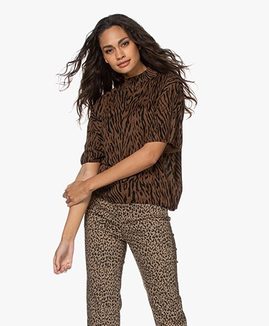 Drykorn Bayra Fine Knit Short Sleeve Print Turtleneck Sweater - Earth
