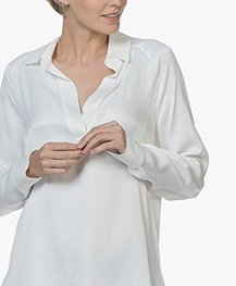 By Malene Birger Oliviaa Satijnen V-hals Blouse - Soft White