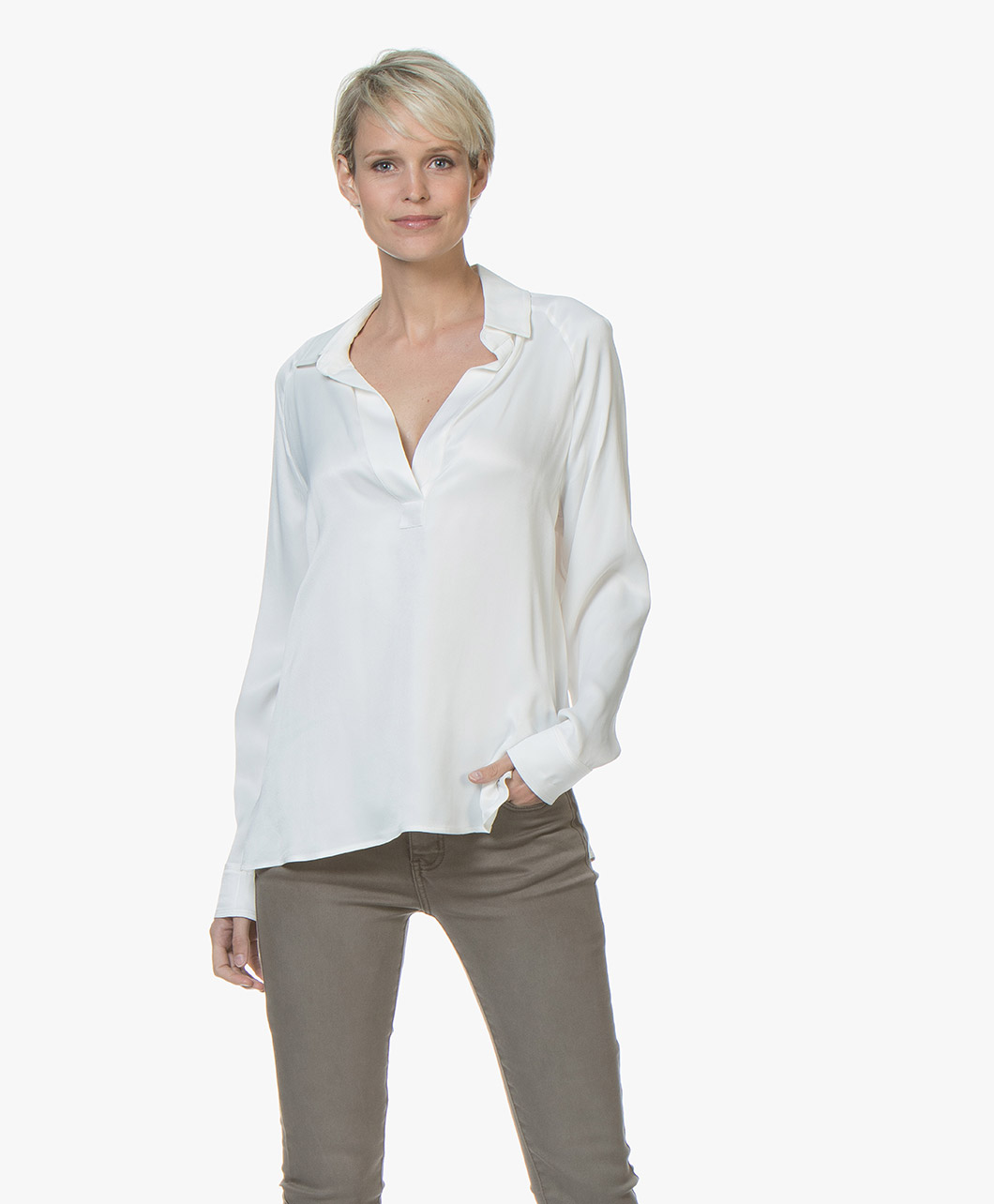 Afbeelding van By Malene Birger Blouse Oliviaa Viscose V hals in Soft White