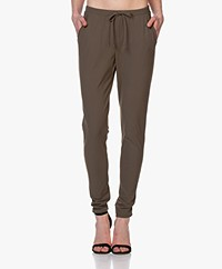 Woman By Earn Fae Tech Jersey Broek - Army