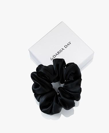 By Dariia Day Mulberry Zijden Scrunchie Medium - Midnight Black