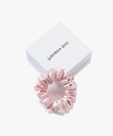 By Dariia Day Mulberry Zijden Scrunchie Small - Blush Pink