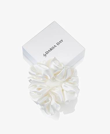 By Dariia Day Mulberry Silk Scrunchie Medium - Powder White