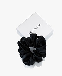 By Dariia Day Mulberry Zijden Scrunchie Medium - Midnight Black