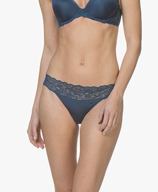 Calvin Klein Seductive Comfort Lace Thong - Lyria Blue