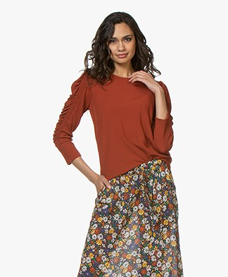 By Malene Birger Crêpe T-shirt with Ruched Sleeves - Red Clay