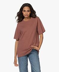 extreme cashmere N°64 Lang Gebreid Cashmere T-shirt - Terra