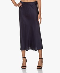 Resort Finest Frivo Satijnen Midi Rok - Navy