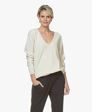 extreme cashmere N°89 Be Nice V-hals Trui - Cream