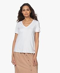 Majestic Filatures Viscose Soft Touch V-hals T-shirt - Wit