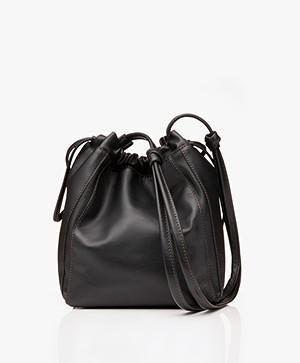Filippa K Lena Soft Bucket Bag met Trekkoord – Zwart