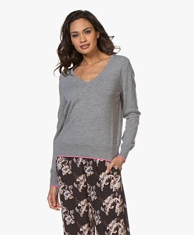 no man's land Wool Blend V-neck Sweater - Concrete/Fluo Pink