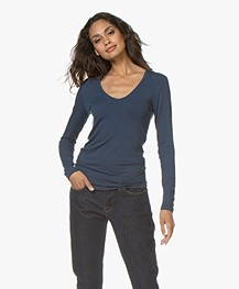 Majestic Filatures Soft Touch T-shirt met V-hals - Bleu Nuit