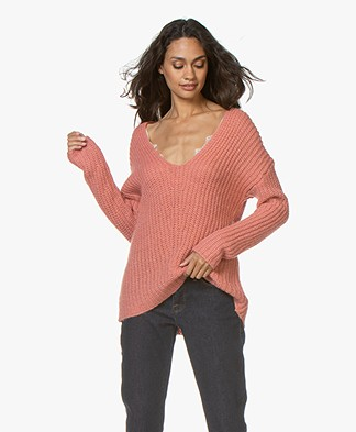 Drykorn Linna Chunky Knit V-neck Sweater - Pink