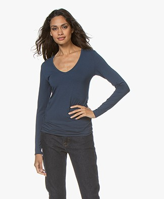 Majestic Filatures Soft Touch T-shirt with V-neck - Bleu Nuit