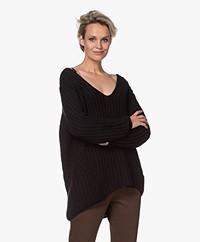 Resort Finest Chunky Cashmere Blend V-neck Sweater - Black