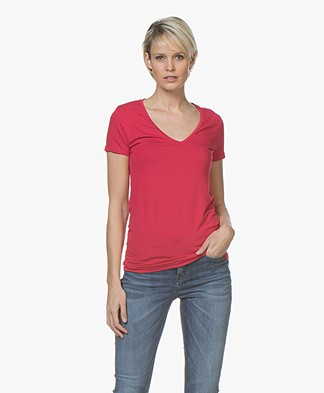 Majestic Filatures Soft Touch V-Hals T-Shirt - Cerise