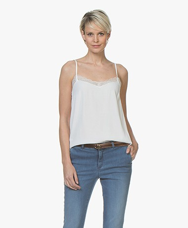 a947ca95c7a4f7 BY-BAR Isa Viscose Camisole met Kant - Off-white - BY-BAR