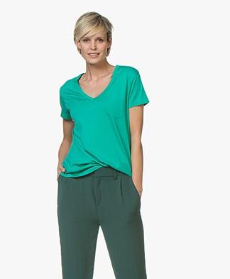 Repeat Lyocell V-hals T-shirt - Emerald