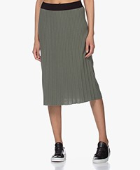 indi & cold Pleated Knitted Midi Skirt - Khaki