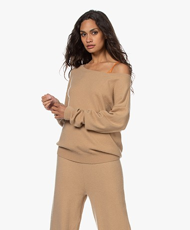 extreme cashmere N°39 Should Cashmere Boothals Trui - Camel
