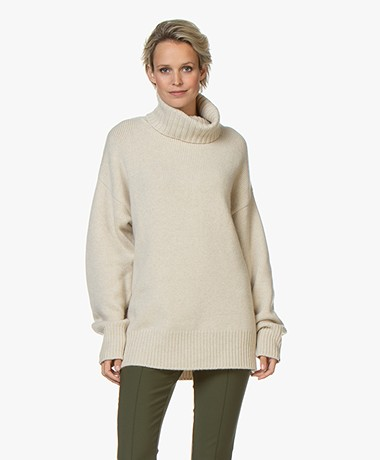 extreme cashmere N°20 Oversized Turtleneck Cashmere Sweater - Latte
