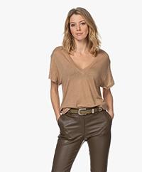 IRO Heloise Puur Linnen V-hals T-shirt - Chanvre