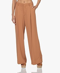 Filippa K Stacey Twill Pleated Pants - Copper Brown