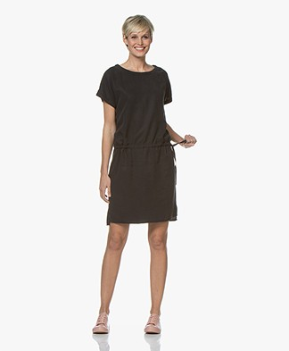 BY-BAR Silly Nakai Lyocell Jurk - Off-black