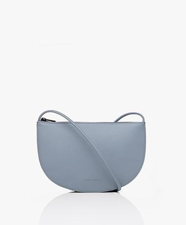 Monk & Anna Farou Half Moon Vegan Cross-Body Tas - Vergrijsd Blauw