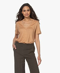 By Malene Birger Zooey Linnen V-hals T-Shirt - Tan