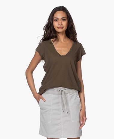 James Perse V-hals T-shirt in Extrafijne Jersey - Sergeant