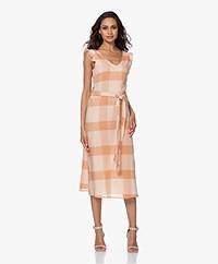 indi & cold Checkered Crinkle-cotton Midi Dress - Salmón