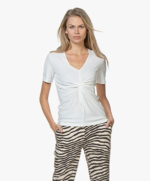 By Malene Birger Ciia Crêpe T-shirt met Plooi - Soft White