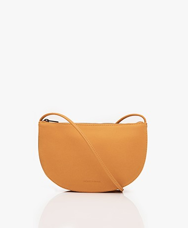 Monk & Anna Farou Half Moon Vegan Cross-Body Tas - Honey
