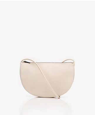 Monk & Anna Farou Half Moon Vegan Cross-Body Tas - Greige