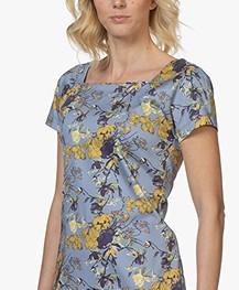 c4b078dcd326b4 Home  »  jurken  »  kokerjurken · Kyra   Ko. Sabrina Jurk met Gebloemde  Print Blauw