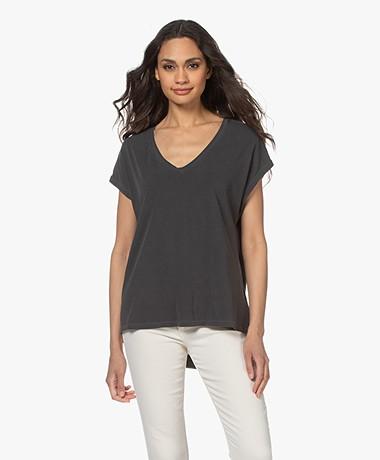 Majestic Filatures Hand Dyed V-hals T-shirt - Zwart