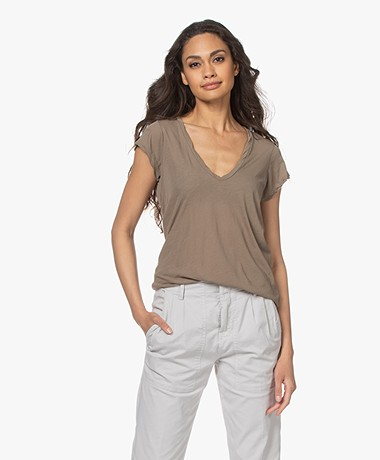James Perse V-neck T-shirt in Extrafine Jersey - Fawn