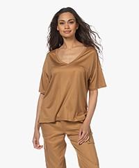 Drykorn Svennie Lyocell V-hals T-shirt - Toasted Coconut