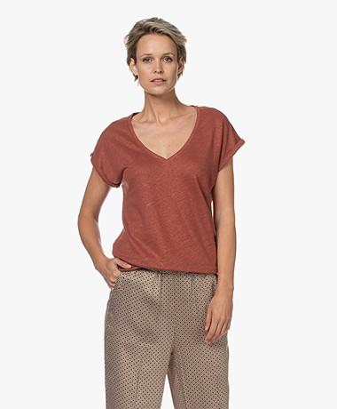 by-bar Mila Linen V-neck T-shirt - Sienna Red