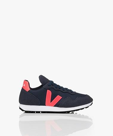 VEJA SDU Rec Alveomesh Sneakers - Donkerblauw/Roze/Fluo