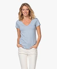 Majestic Filatures Deluxe Katoenen V-hals T-shirt - Parisian Blue